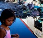 A young girl walks through a shanty town in Manila. Credit: Sanjit Das / Panos