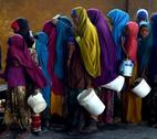 A severe drought is threatening famine in Somalia, where the UN estimates 5.5 million people at risk.   Young girls line up at a feeding centre in Mogadishu.   UN Photo/Tobin Jones 09 March 2017 Mogadishu, Somalia